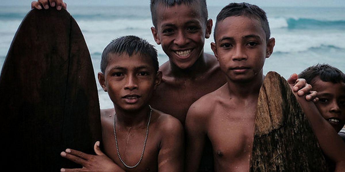 Serunya Berselancar di Tanjung Sopi