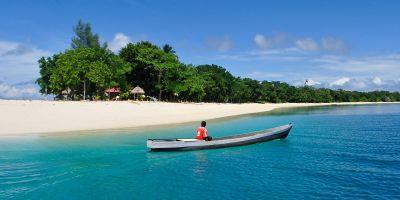 Mengayuh Perahu di Birunya Laut Morotai